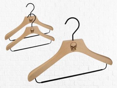 3 Stück Kombi-Kleiderbügel für Oberteile und Hosen aus Buchenholz mit Vintage Totenkopf Logo