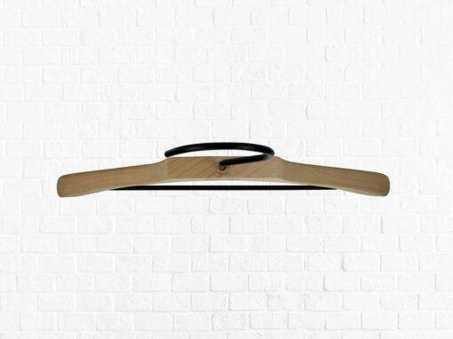 3 Stück Kombi-Kleiderbügel für Oberteile und Hosen aus Buchenholz mit Vintage Totenkopf Logo Draufsicht